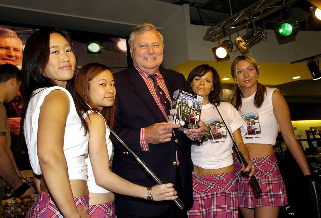 """BBC's Peter Allis Launches Revolutionary """"Real World Golf"""" for the PS2 at HMV in London"""